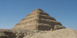 古埃及阶梯红金字塔